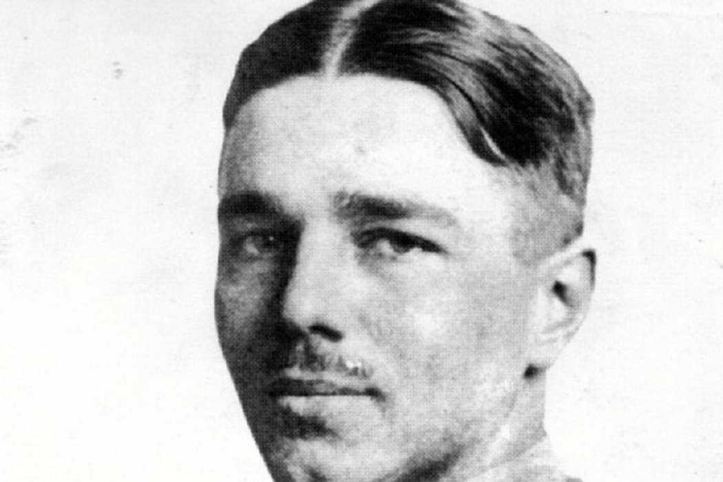 wilfred owen how does owen vividly Wilfred owen and strange meeting  the second soldier reveals to the first the grim news of his killing, but does reciprocate and call him friend.