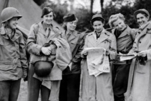 Women Reporters at the Front Line by Ray Moseley