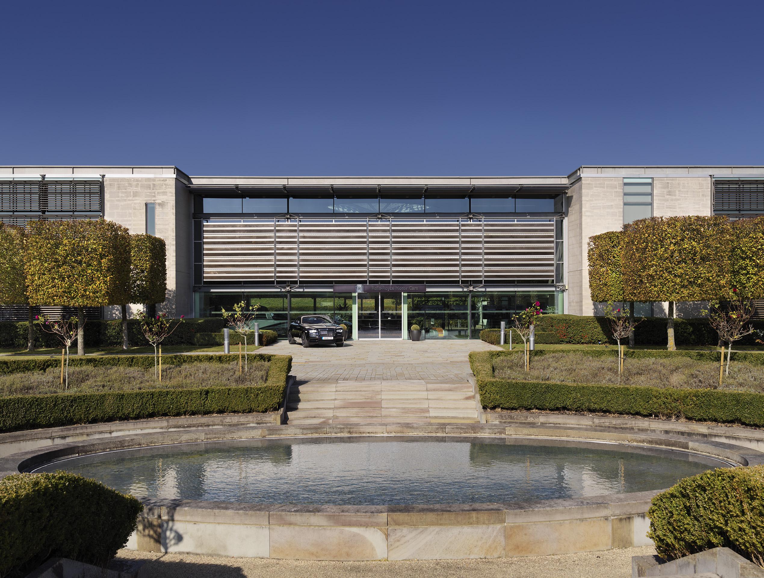 Westhampnett, Rolls-Royce headquarters, by Nicholas Grimshaw & Partners, 2001–3